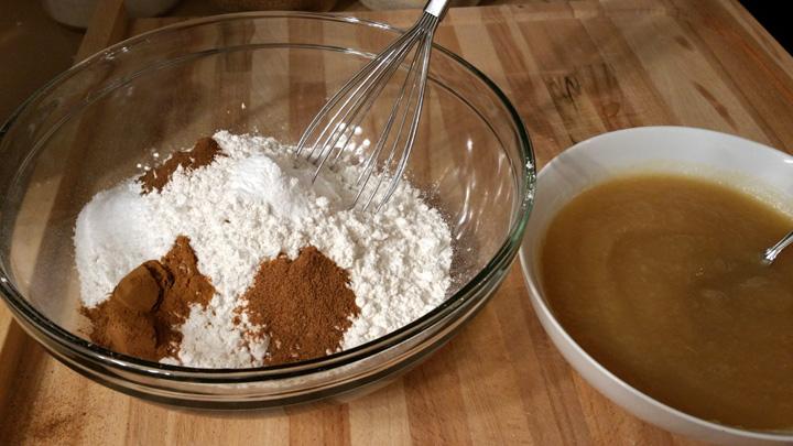 Applesauce Spice Cakes Dry Wet Ingredients